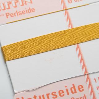 *Poistomyynti* Silkkilanka (Griffin) helmikorujen tekoon, merihelmi (amber), 0.3mm, 2m, valmistettu Saksassa