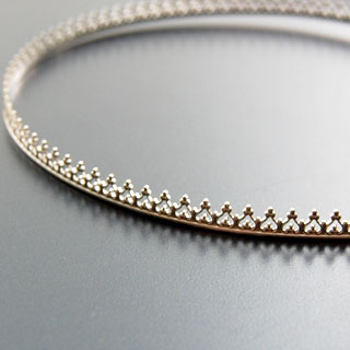 *Poistomyynti -huom kaksi palaa* Hopeanauha *Kruunu C* -kruunun kohdalla leveys noin 4.5mm, paksuus noin 0.8mm, hopea 925, 1.5+1.2cm (yhteensä 2.72cm)