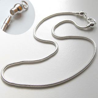 *Siivousmyynti* Kaulaketju, hopeoitua messinkiä, pituus noin 45cm, paksuus noin 2.5mm, avattava päätoösosa
