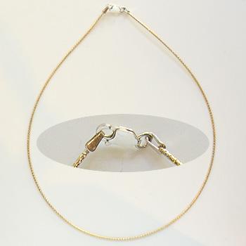 *Mallikappale -poistomyynti* Italialainen hopeaketju, kullattu (kullan keltainen), käärmeketju, hopea 925, papukaijalukko, 1.3mm, pituus 40cm, ovh. 20.48