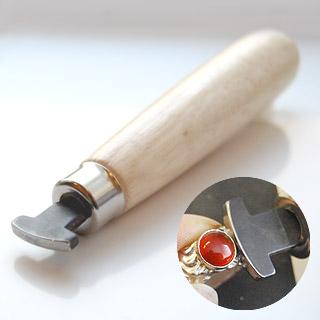 Työkalu, paininrauta, istutustyökalu reunaistutusten ja kapussi-istukoiden viimeistelyyn, kärki kaareva ja tasainen