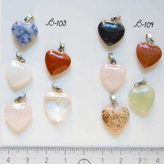 *Mallikappale* Riipus, kuvassa #B-104, sydän, Luonnonkivi/syntteettinen kivi/lasi, noin 15mm, hopeoitu lenkki (voi olla patinoitut, katso kuva), 5 kpl, OVH 5.00