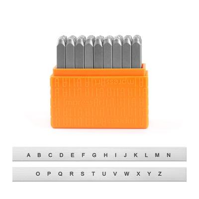 *Uutuus* Leimasin, punsselisetti, 'Basic San Serif´ ISOT kirjaimet, aakkoset a-z ja & -merkki, 27 kpl, leveys 1.5mm