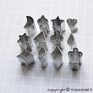 *Tarjous* Muotteja: Geometrinen setti, erittäin pienikokoisia, 12kpl, metallirasia, OVH 9.85