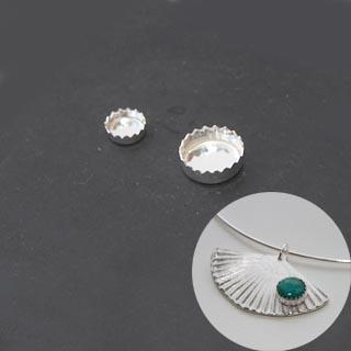 Istukka, hopea 999, sahalaitainen reuna, pyöreälle kapussille, 8mm, 1 kpl