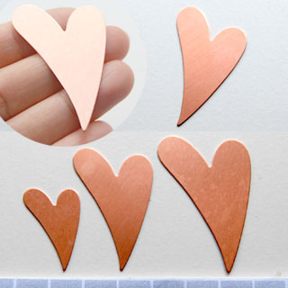 *Tarjous* Kupari, muotopala, Hauska sydän, 44x32mm, paksuus 0.5mm, emalointiin tai korun osaksi, 1 kpl