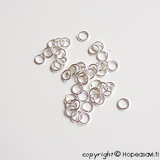 Välirengas, hopeoitua messinkiä, pyöreä, läpimitta 5mm, lanka 0.8mm, noin 100kpl