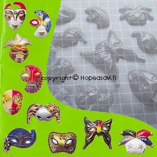 Poistoale - Painomuotti, puolikova, transparantti, naamioita, soveltuu kaikille harraste- ja askartelumassoille, 14x16cm (huom. kuvassa cm-ruudukko)