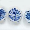 *Mallikappale-Poistoale* Posliinihelmiä, kuvassa #B-056, ihana sini & valkoinen klassinen kuviointi, 'Lotus', noin 11x5mm, 3 kpl