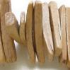 *Mallikappale-Poistoale* Helmi, kookos, kuvassa #B-075, noin 25x5x3mm, noin 18cm nauha