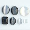 *Kapussi Mix* 'Musta-valkoinen Kissansilmä' -kokoelma kuin kuvassa (luonnon/väri stabiloitu/syntteettinen), 7kpl, eri muotoja, koko noin 5x5mm-13x13mm