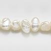 *Erä* Helmiä, aito, erittäin kaunis makeanveden helmi, kuvassa #Q-19, valkoinen (valkaistu), ovaali/pyöreä, litteä, noin 5mm, nauha 40cm
