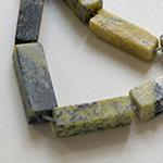 *Poistomyynti* Kaunis jaden värinen kivihelmi, Serpentiini, noin 14x7mm, noin 40cm nauha, noin 28 helmeä