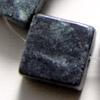 *Kivihelmi, Vihreä graniitti, litteitä neliöitä, koko noin 15x15mm, noin 38cm nauha, noin 25 kpl