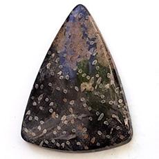 Luonnonkivi, kuvassa #1, designer laatu, harvinainen täplikäs kuvio, mahd. fossiili-puu, puolipyöröhiottu kapussi, pisaramuoto, noin 39x39x29, uniikki valikoitu kivi