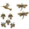 Maskotti, kullatua messinkiä, antiikki patina, setti: lintu, sudenkorento, lehti, noin 10-25mm, 8 kpl kuin kuvassa