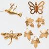 Maskotti, kullatua messinkiä, lintu, sudenkorento, perhonen, lehti, noin 5-25mm, 8 kpl kuin kuvassa