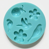 *Erä* Muotti, joustavaa silikonia, lintuja, kukkia ja leppäkerttu, muotin ulkohalkaisija noin 6cm