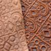 *Mallikappale* Nahkapala, kuvassa B, hieno laatu, ruskea, kuviointi, embossattu, paksuus 1.9mm, esim. käsitöihin, pituus n. 20cm, leveys vaihtelee kuin kuvassa, isoin leveys 10cm.