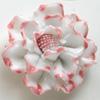 *Mallikappale-Poistoale* Posliiniriipus, kukka, kuvassa #337, pinkki noin 40x20mm, extra kovaa posliinia, takana lenkki, 1 kpl, OVH. 5.68