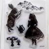 *ALE -45% -Leimasin, joustava & läpinäkyvä, noin 11x8 cm, (c) Disney 'Liisa ihmemaassa' OVH 12,50