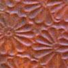 Kuparilevy, patinoitu, kuvioitu kukka, PUNAINEN -kuvio, noin 70x70mm, paksuus 0.15mm, pehmeä, uniikki kuvio